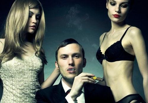 un homme et deux femmes