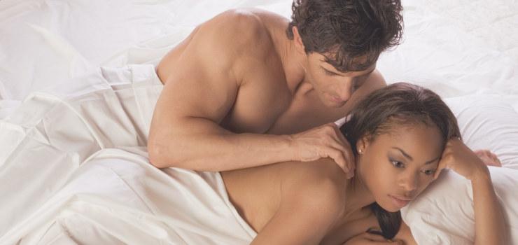 femme et homme dans un lit